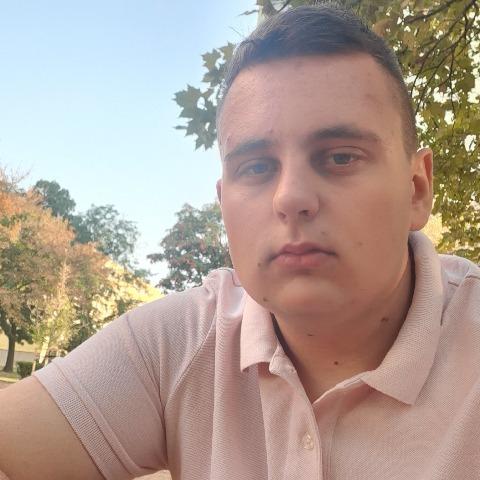 Bence, 21 éves társkereső férfi - Székesfehérvár