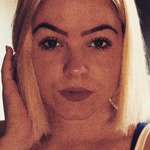 Dzseni, 20 éves társkereső nő - Debrecen
