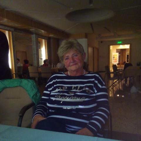 Zsuzsi, 71 éves társkereső nő - Budapest