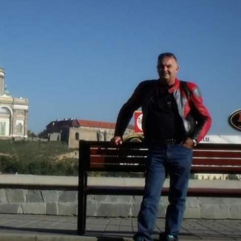 Róbert, 57 éves társkereső férfi - Esztergom