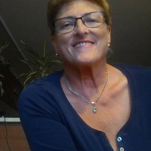 Erzsó, 65 éves társkereső nő - Paks