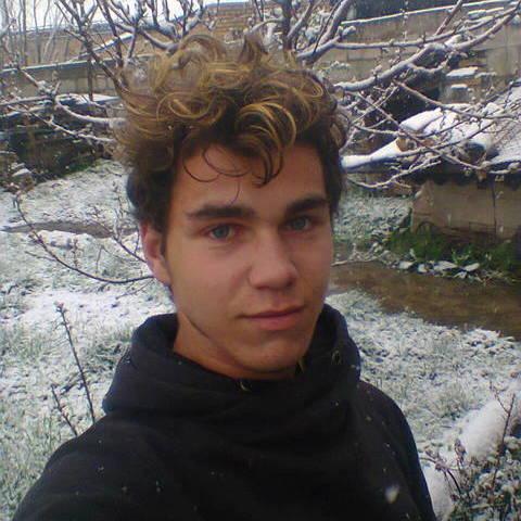 adrian, 19 éves társkereső férfi -