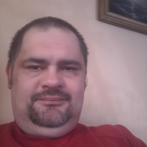 Zoltán, 43 éves társkereső férfi - Ajak