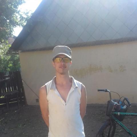 János, 22 éves társkereső férfi - Hajdúnánás