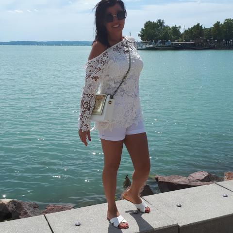 Szilvia, 46 éves társkereső nő - Szeged