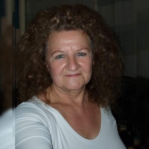 Eszter, 63 éves társkereső nő - Cegléd