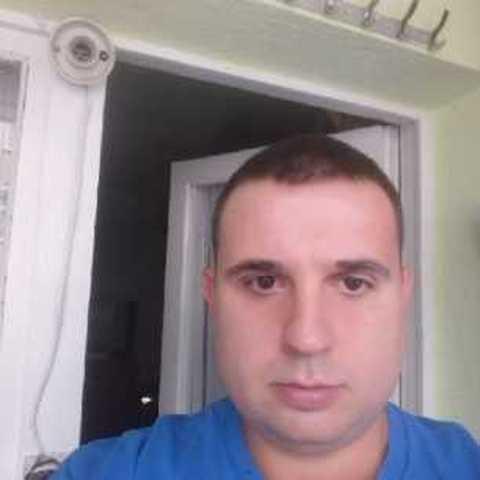 Lorand, 32 éves társkereső férfi -