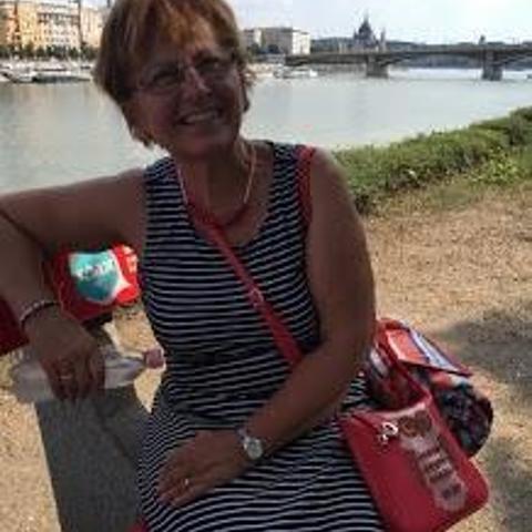 Gabriella, 65 éves társkereső nő - Paks
