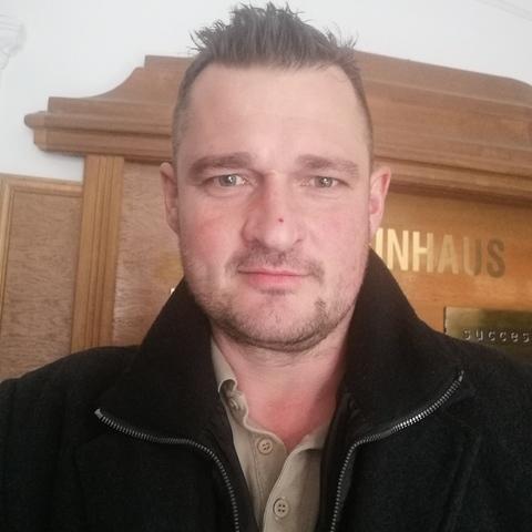 Tamás, 42 éves társkereső férfi -