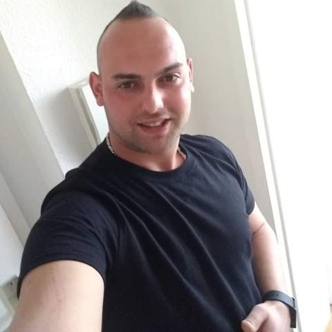 Karesz, 26 éves társkereső férfi -