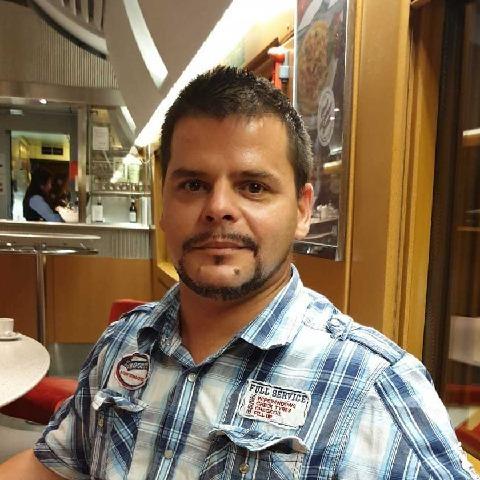 Viktor , 40 éves társkereső férfi - München