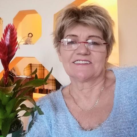 Piroska, 65 éves társkereső nő - Tiszaújváros