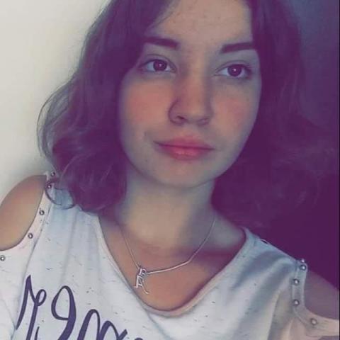 Andi, 20 éves társkereső nő - Szentkatolna