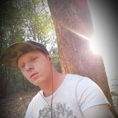 Mark, 23 éves társkereső férfi - Salgótarján