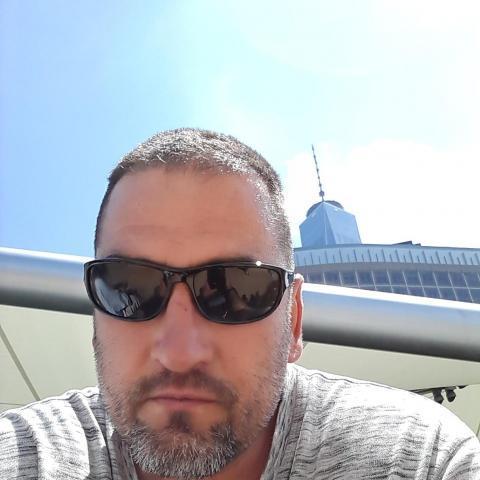 Csaba, 49 éves társkereső férfi -