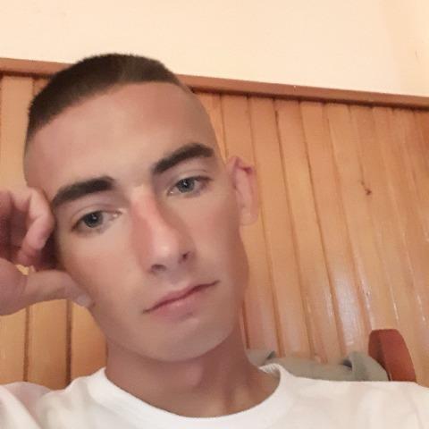 Csabi, 23 éves társkereső férfi - Tiszaújváros