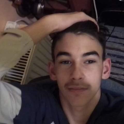 Bálint, 19 éves társkereső férfi - Cece