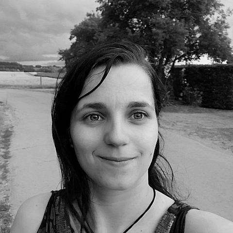 Betti, 27 éves társkereső nő - Dunaújváros