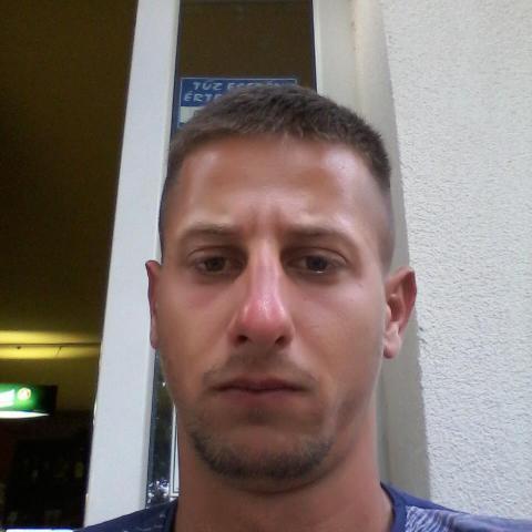 Balázd, 23 éves társkereső férfi - Zalaegerszeg