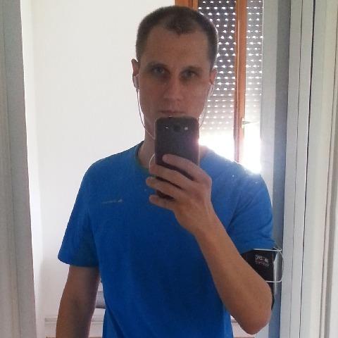 Ákos, 31 éves társkereső férfi - Debrecen