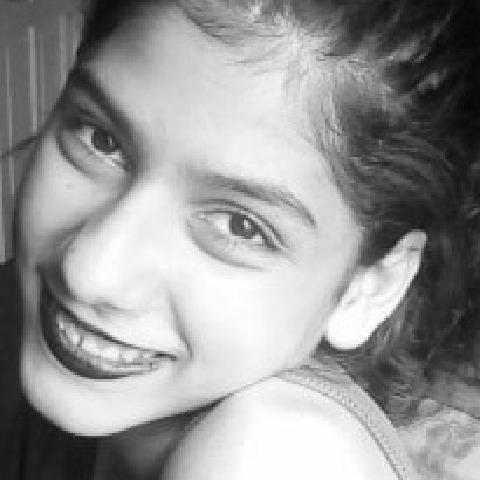 Ella, 16 éves társkereső nő -