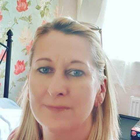Csilla, 45 éves társkereső nő - Redditch