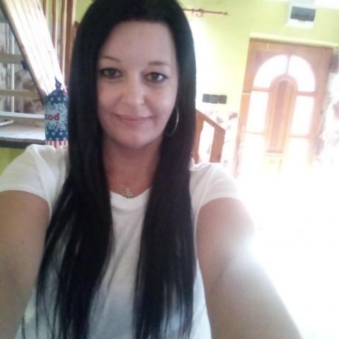 Adrienn, 35 éves társkereső nő - Ózd