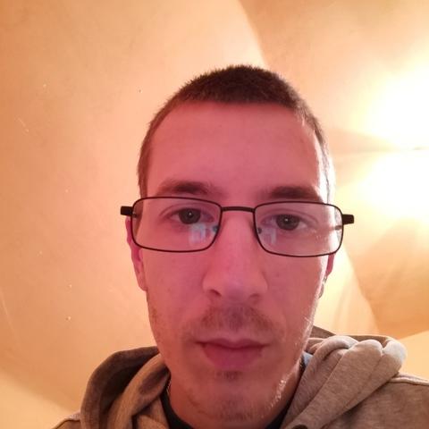 ádám, 25 éves társkereső férfi - Polgár