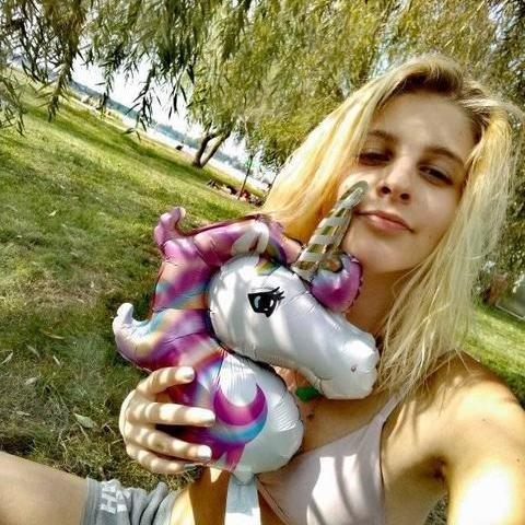 Lili, 20 éves társkereső nő - Budapest