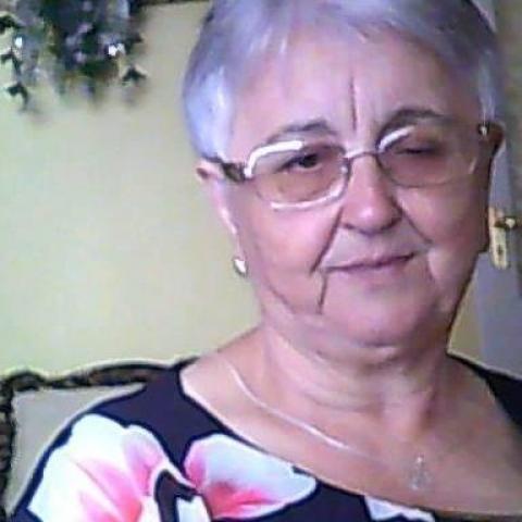 Julika, 71 éves társkereső nő - Tiszaújváros