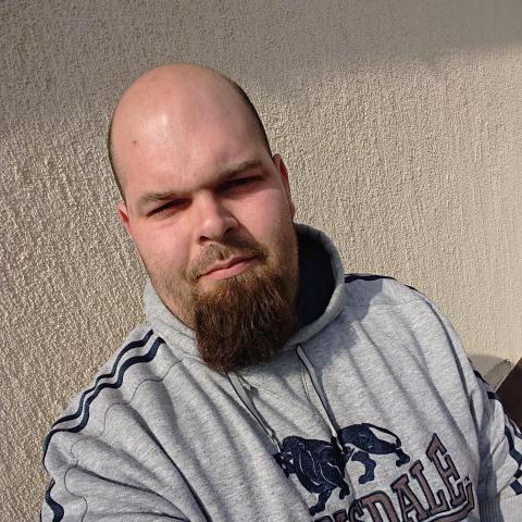 társkereső vesz egy férfi)