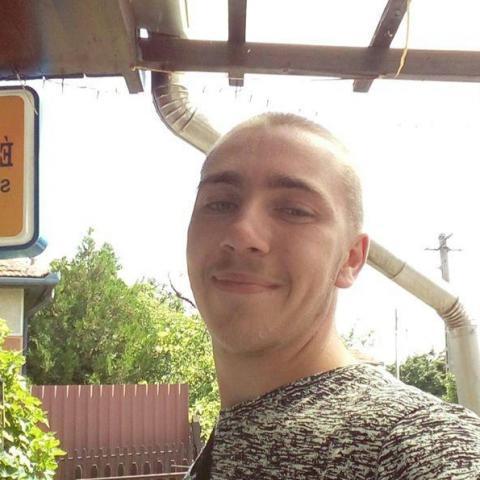 Ádám, 22 éves társkereső férfi - Jászkisér