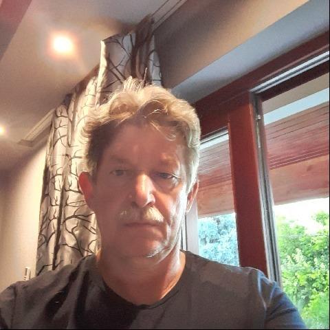 Csaba, 61 éves társkereső férfi - Üröm
