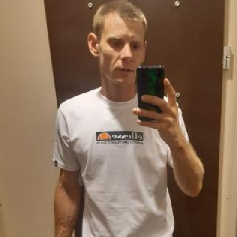 Zoltan, 30 éves társkereső férfi -
