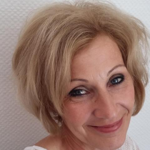 Zsuzsa, 58 éves társkereső nő - Mezőkövesd