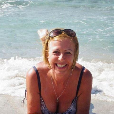 Zsuzsa, 65 éves társkereső nő - Győr