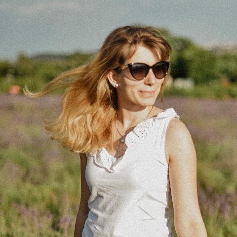 Zsuzsi, 25 éves társkereső nő - Szentendre