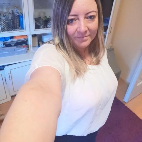 Csilla, 43 éves társkereső nő - Mende
