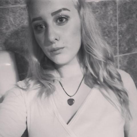 Ilona, 18 éves társkereső nő - Torontalvasarhelyen