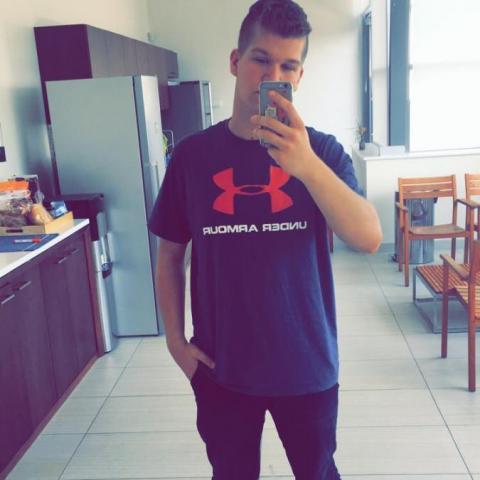 Lóri, 19 éves társkereső férfi - Nyíregyháza
