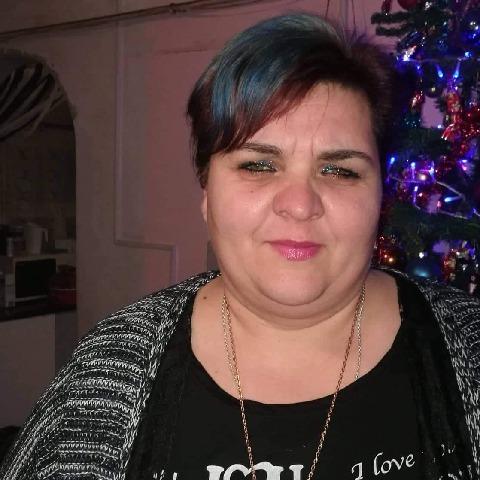 Erika , 43 éves társkereső nő - Baracs