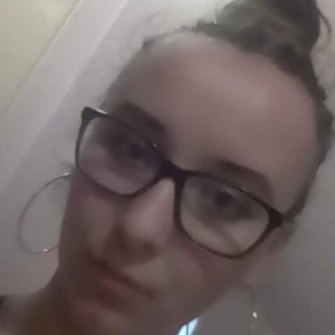 Dóra, 21 éves társkereső nő - Nagykőrös