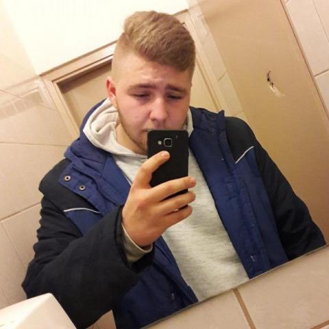 Szőke, 32 éves társkereső férfi - Tolna