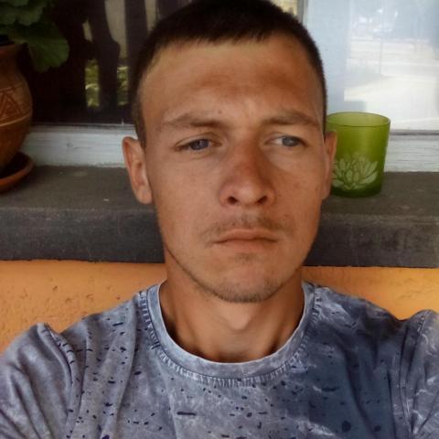 Tom, 28 éves társkereső férfi - Újfehértó