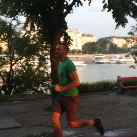 Balázs, 21 éves társkereső férfi - Budapest