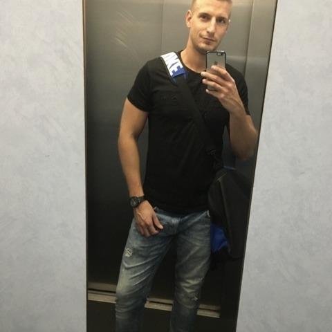 Viktor, 26 éves társkereső férfi - Wels