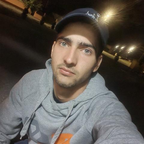 Gergő, 21 éves társkereső férfi - Esztár