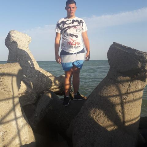 Dani, 18 éves társkereső férfi - mures
