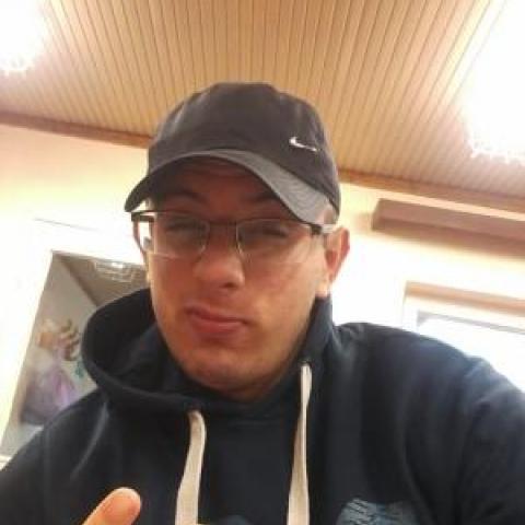 Viktor, 21 éves társkereső férfi - Nagymágocs