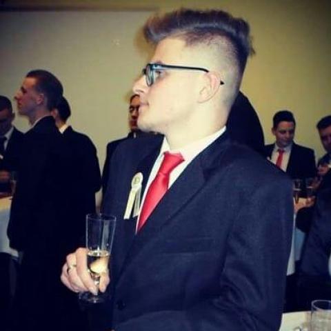 Balázs, 19 éves társkereső férfi - Hort